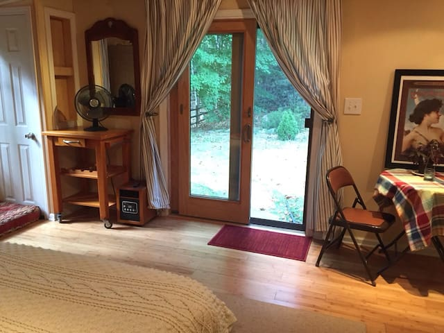 Large, comfortable room, NYC area - Spring Valley - Casa