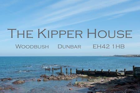 The Kipper House - a coastal getaway - Dunbar