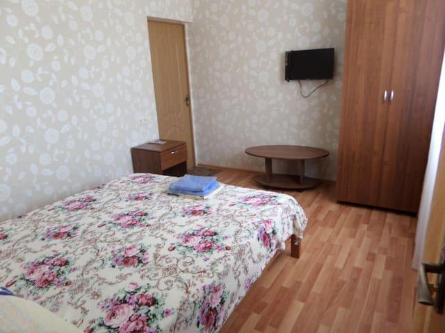 Комнаты у моря вместимостью от 2 до 6 человек - Gelendzhik - Rumah