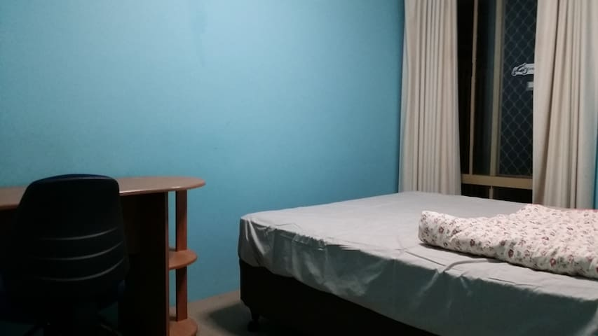 private room for two Queen size bed - Thornlie