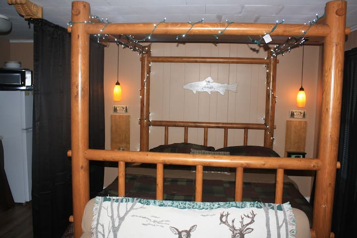 MT VIEWS Private hot tub Cal King bed with AC/Heat - Carroll