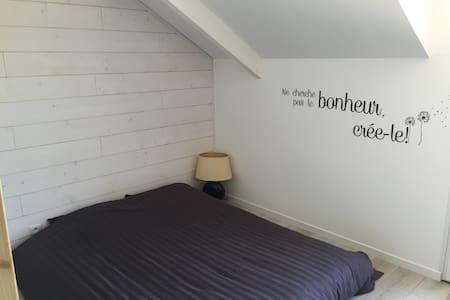 Grande chambre de 12m2 très calme - Bueil
