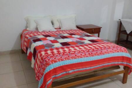 Habitación espaciosa, segura y limpia