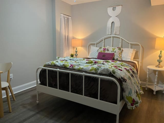 Sleep tight in this simple, modern queen bedroom. Everyone's sleeping preferences are different so we offer a small fan, personal earplugs (kitchen drawer), nightstand, charging stations, and more!