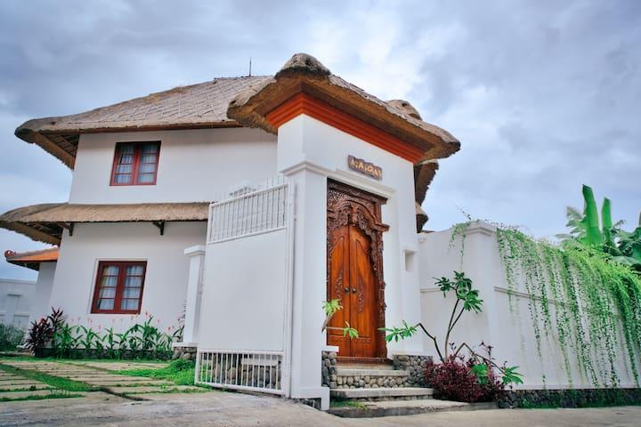 VILLA AGA SOLAS KETEWEL BALI - Sukawati - Casa