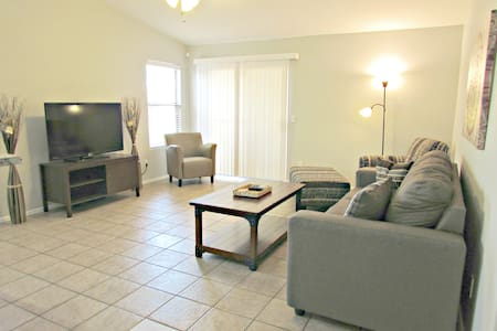 Newly Furnished 3 BR Home w/ Pool - Avondale - Dom