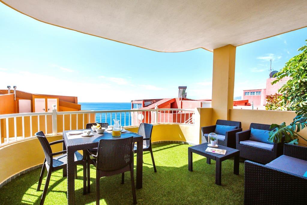 Terraza con vistas al mar Terrace!!