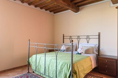 A peaceful place immersed in Crete Senesi hills - Asciano - Huis