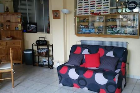 studio avec salle de bain privee - Brives-Charensac - บ้าน