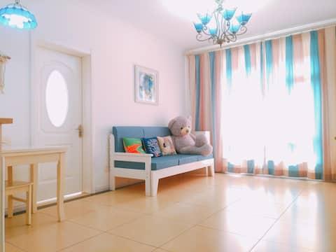 观江高档社区 清新地中海风格两室一厅公寓 大堂入户 酒店式管理 紧邻世纪广场 江南公园 音乐喷泉。