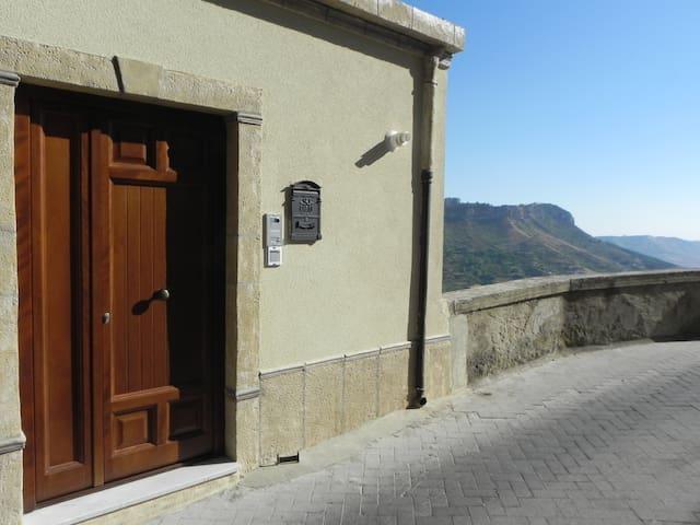 BnB San Matteo Calascibetta - Calascibetta - Hus