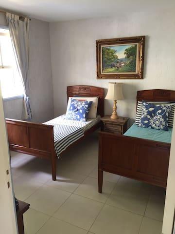 quarto no terreo 2 camas solteiro