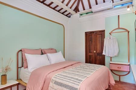 Pink Room Chendela Close to Sultan Palace