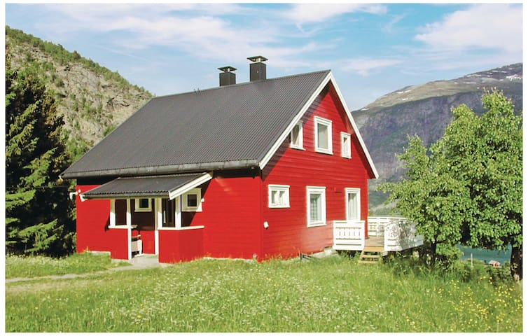 Holiday cottage with 4 bedrooms on 100m² in Luster