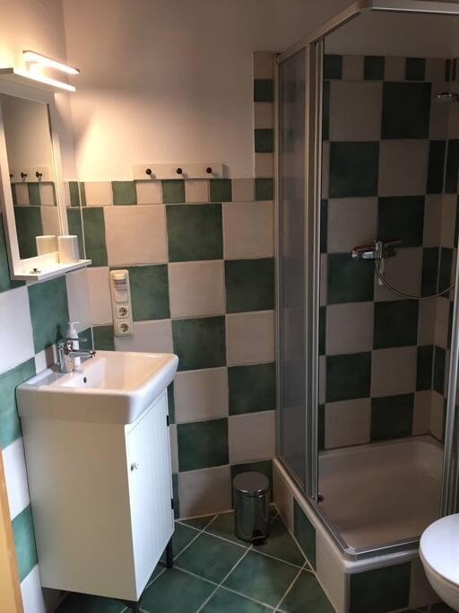 Badezimmer mit Dusche...