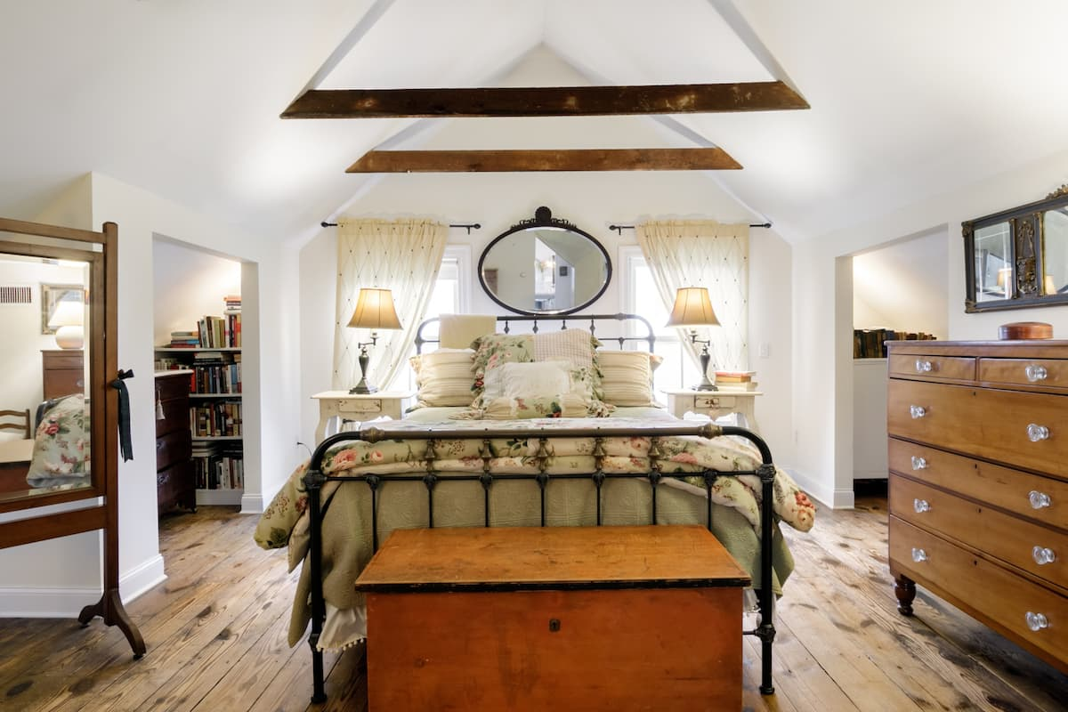 Stunning Master Bed & Bath in Southampton Village Center