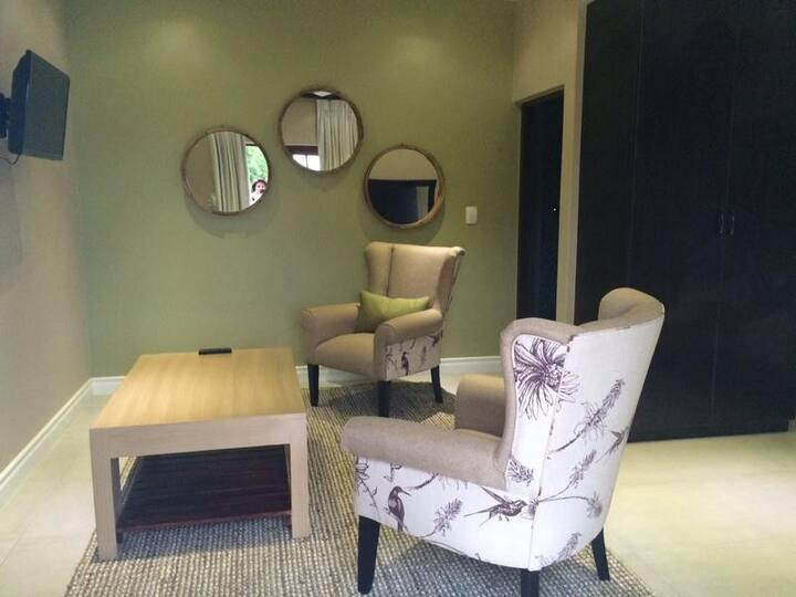 Nut Grove Manor -Hazel Suite
