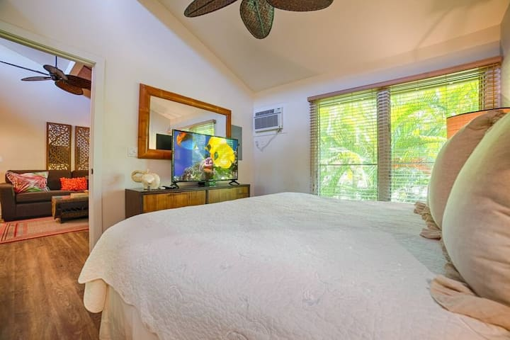 Walking Distance to Front Street in Lahaina!