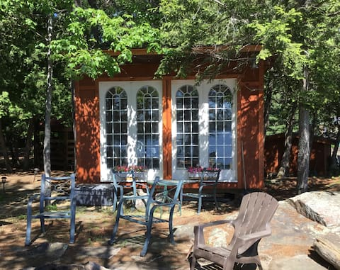 Charming Lakefront Cottage