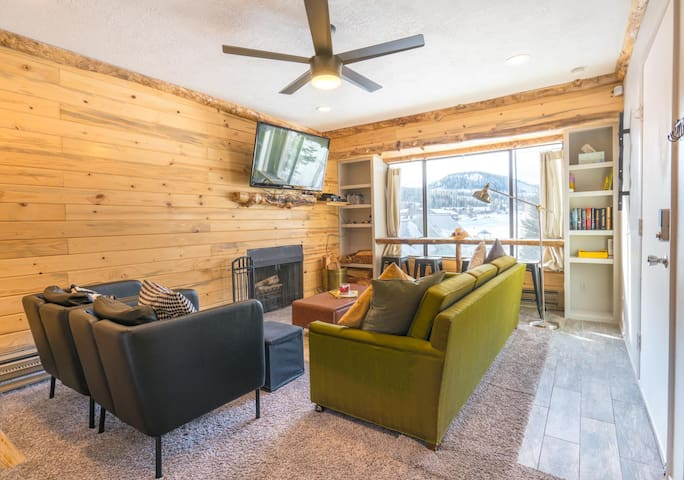 Cozy Family Condo! Walking distance to ski lift!