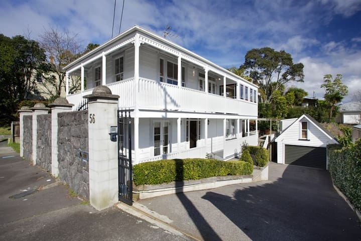 Perfect home for your Lions' base - Auckland - Hus