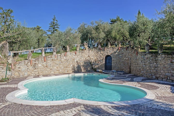 Apartment in quiet and green environment with swimming pool