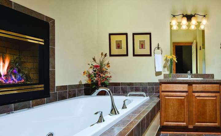 One Bedroom Elegant Historic Getaway