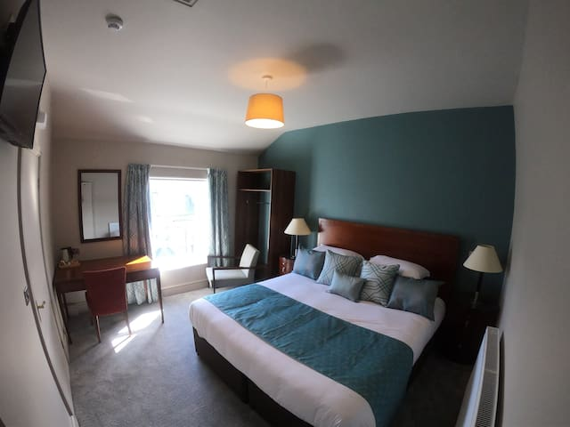 Deluxe room with a king size bed