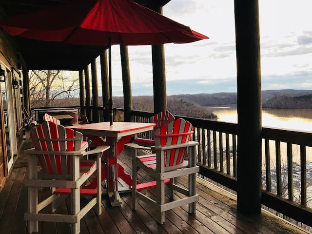 180 View of Dale Hollow Lake & Sleeps 24