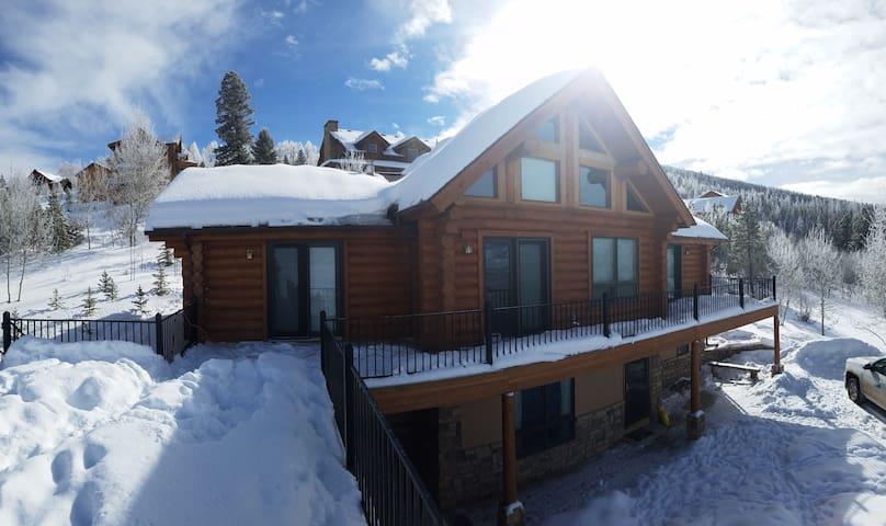 Granby Vista Log Cabin-Great Views/2 Living Areas