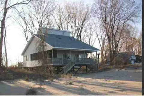 Eagle's Landing - Pelee Island Beachfront Cottage