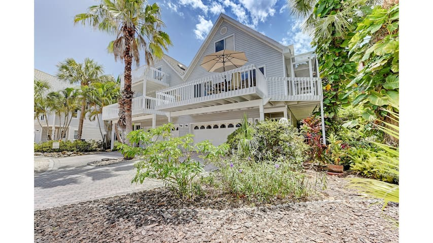Anna Maria Island villa 3 minute walk to beach - Holmes Beach - Huvila