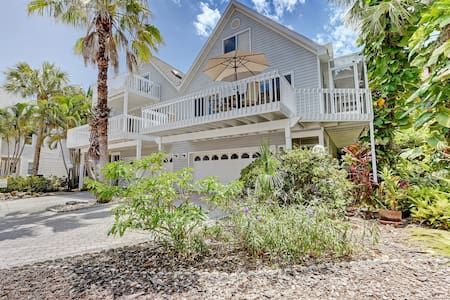 Anna Maria Island villa 3 minute walk to beach - Holmes Beach
