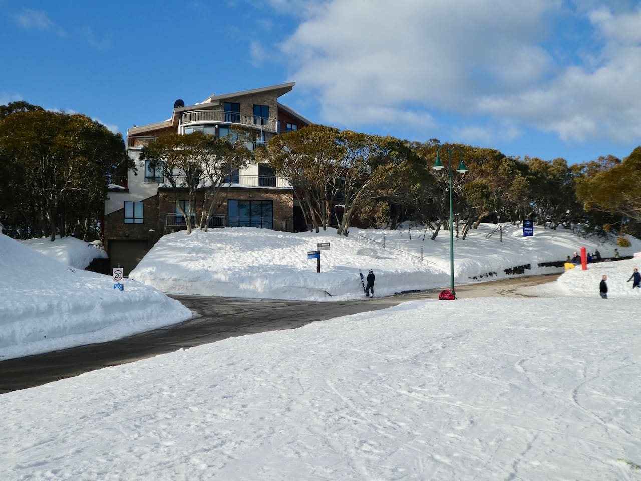 Peak Apartments - Directly opposite Chamois Run and Lydia's Chair.