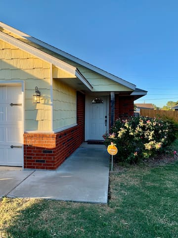 Close to Ft Sill! Cottage on B! Perfect for family