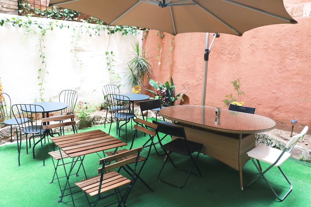 Bed in nice mixed dormitory in city center 4 pers bed - Casa barcelo hostel ...