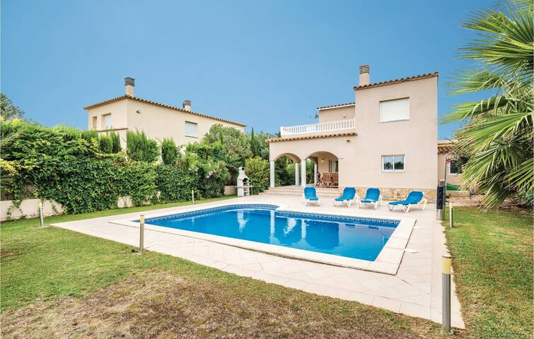 Holiday cottage with 4 bedrooms on 160 m² in Sant Pere Pescador