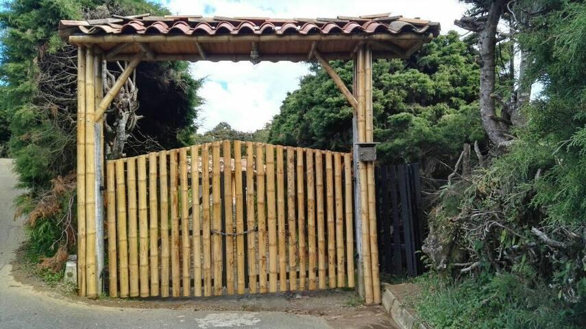 HERMOSA CASA DE CAMPO, AIRE PURO - Santa Elena - บ้าน