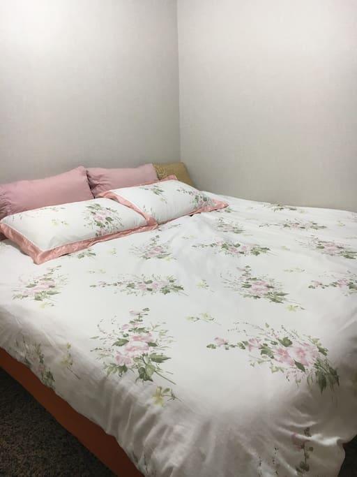 雙人床 Double Bed
