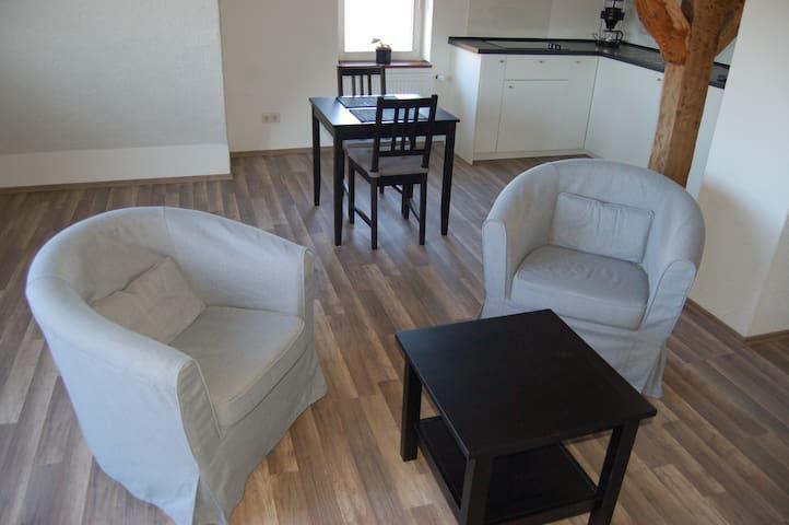 Wohnung im Fachwerkhaus mit Parkplatz - Kassel - Apartemen