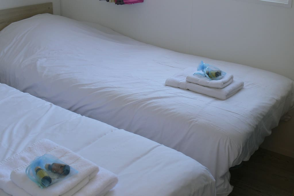 MH 4 pers chambre enfant camping Entre Pierres et Mer