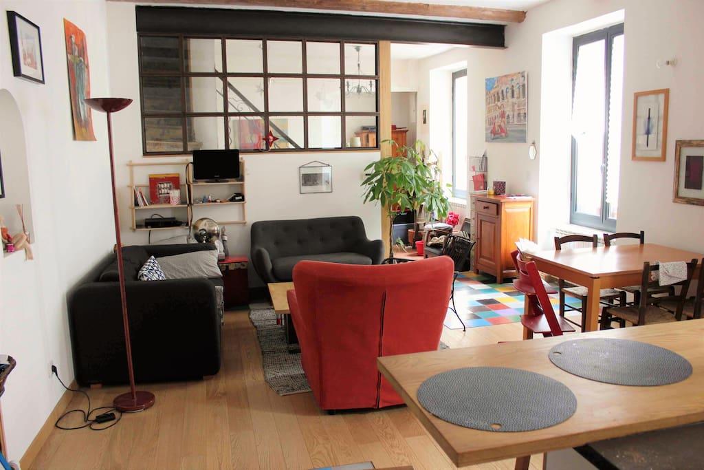 Grand duplex lumineux en centre ville de marseille for Appartement design centre marseille vieux port et noailles
