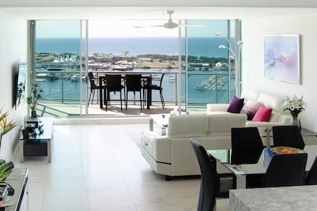 Luxury Modern 2 Bedroom Unit. Amazing Coastal View
