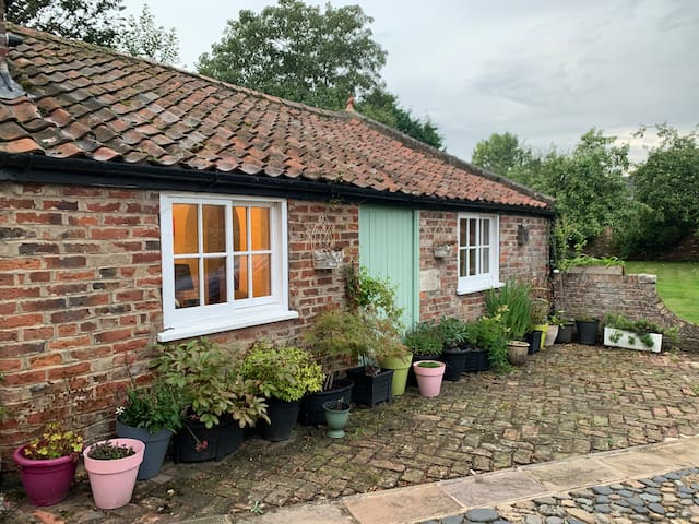 Cosy Countryside Cottage