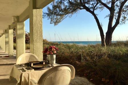 (1SC) Beachfront Studio- Over 90, 5 Star Reviews