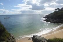 La plage de Ramonette, vue de l'entrée de la résidence