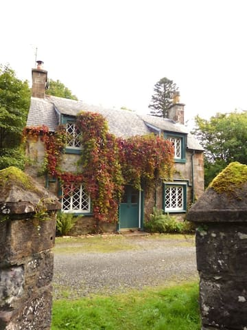 A charming listed cottage; The Back Lodge, Barjarg - Auldgirth - Pensió