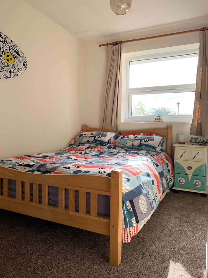 Large double room 1/2 mile from Didcot Station
