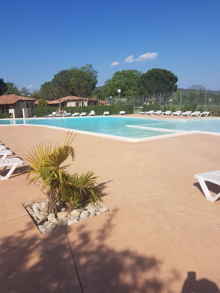 Maison , climatisée , piscine , jardin clos , 4p.