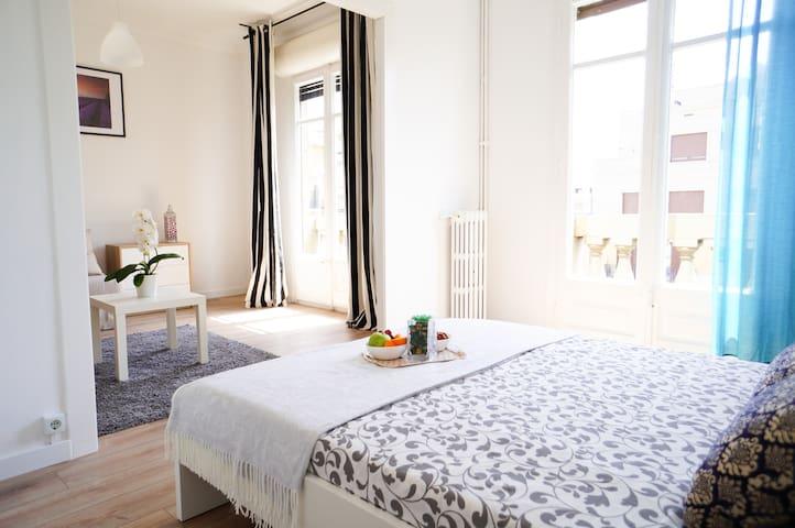 Gorgeous Suite Room w/balcony next Paseo de Gracia